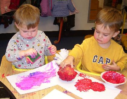 sponge painting, toddlers, daycare, preschool, hinsdale, westmont